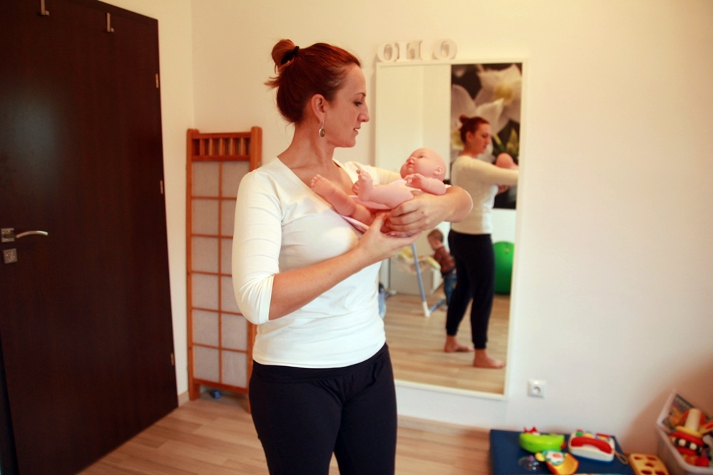 jak prawidlowo nosic niemowle